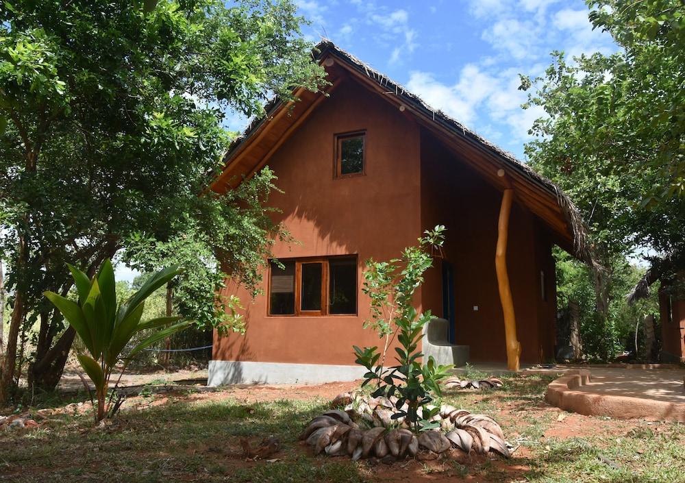 book kuwera eco lodge sigiriya hotel deals. Black Bedroom Furniture Sets. Home Design Ideas