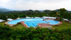 2 室外游泳池