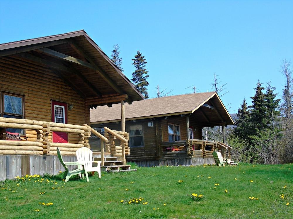 Book cajun cedar log cottages margaree forks hotel deals for Cajun cottages