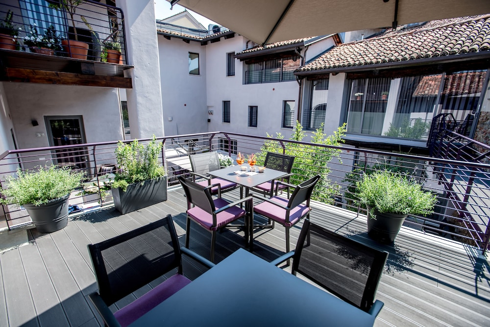 Outdoor Dining, Uve Rooms & Wine Bar