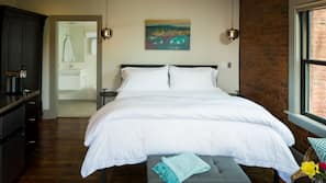 Frette Italian sheets, premium bedding, free minibar, in-room safe