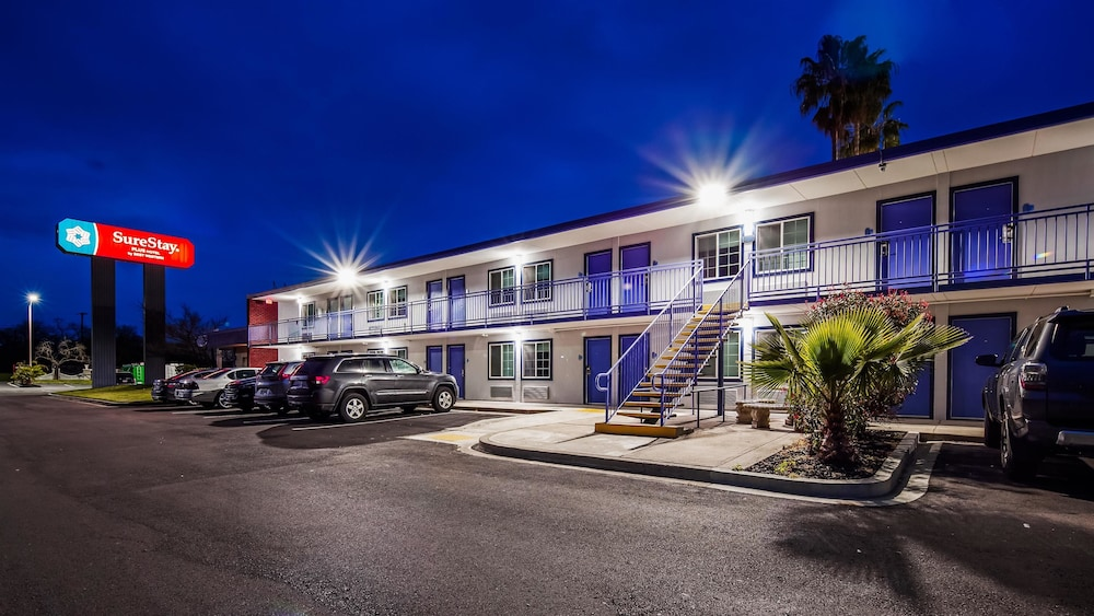 Exterior, SureStay Plus Hotel by Best Western Sacramento Cal Expo