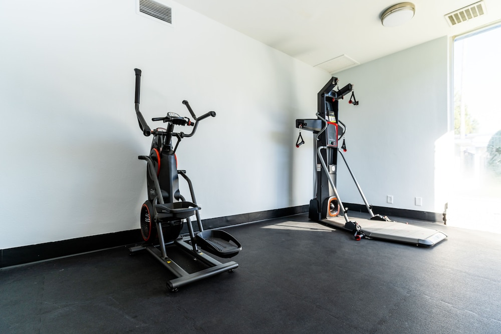 Fitness Facility, SureStay Plus Hotel by Best Western Sacramento Cal Expo