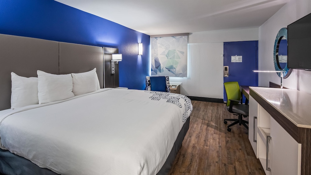 Room, SureStay Plus Hotel by Best Western Sacramento Cal Expo