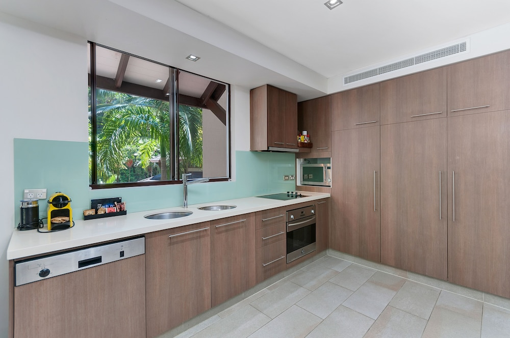 elysium sea temple apartments palm cove aus expedia. Black Bedroom Furniture Sets. Home Design Ideas