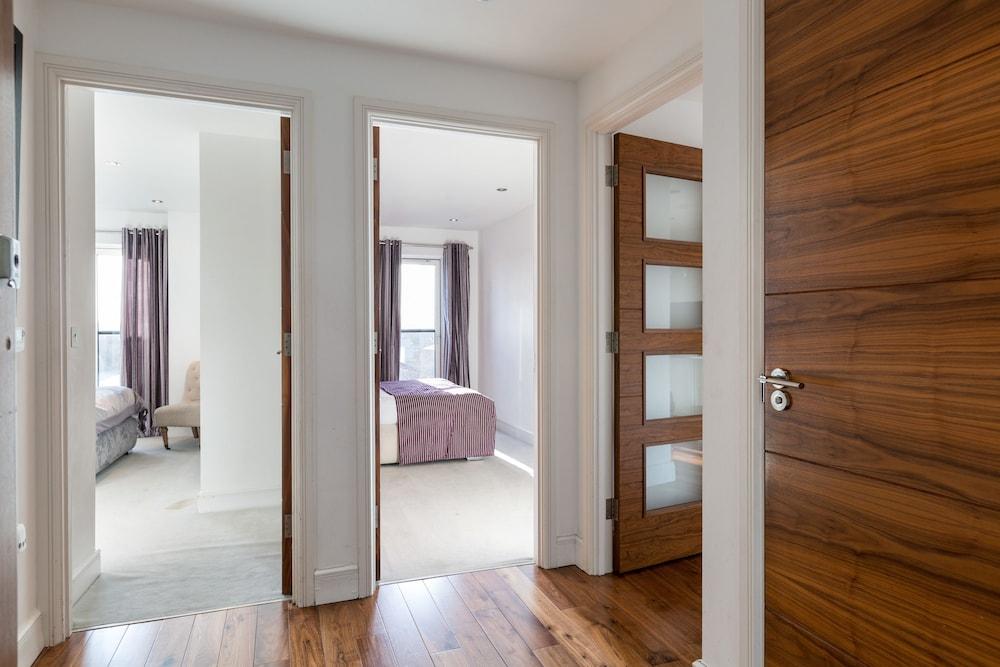 Premier Apartment 2 Bedrooms Accessible City View Guestroom