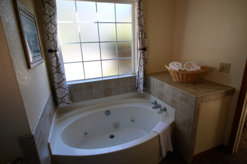 Bathroom, View Crest Lodge