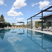 Hotel Aura Design & Garden Pool