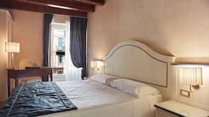 Minibar, Zimmersafe, individuell dekoriert, Verdunkelungsvorhänge