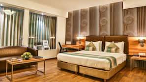 Down duvet, in-room safe, desk, iron/ironing board