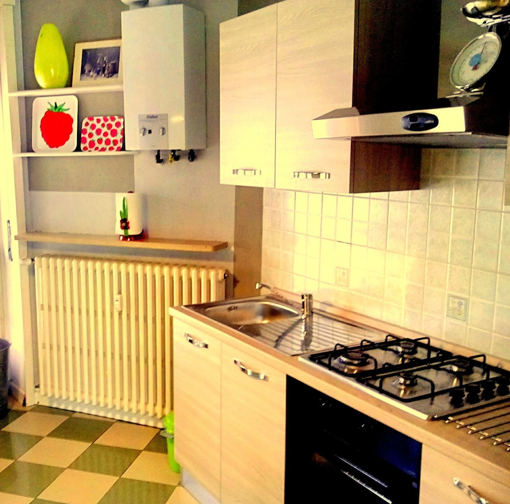 Private Kitchen, Vercelli Luxurious Apartment