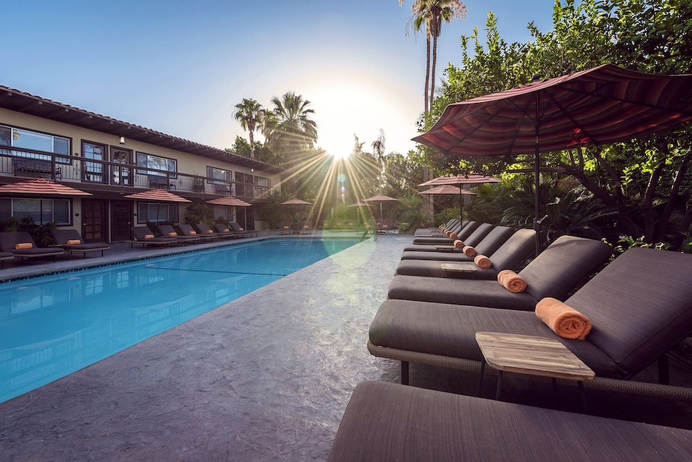 Skylark hotel palm springs restores vintage look
