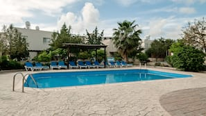 4 piscines extérieures