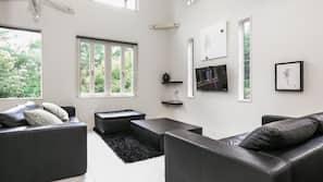 Flat-screen TV, fireplace, iPod docking station, heated floors