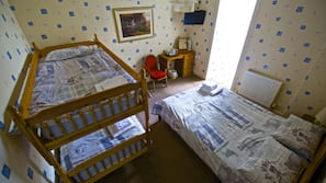 Free cots/infant beds, free WiFi