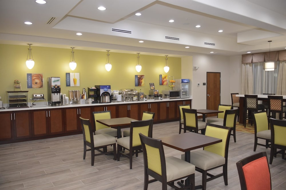 Breakfast Area, Best Western Plus Spring Inn & Suites
