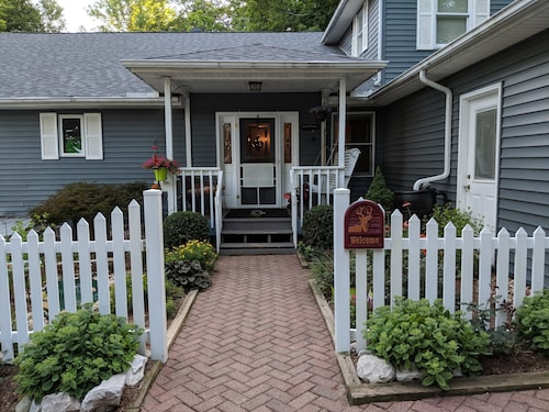 Great Place to stay Acorn Ridge Bed and Breakfast near Morgantown