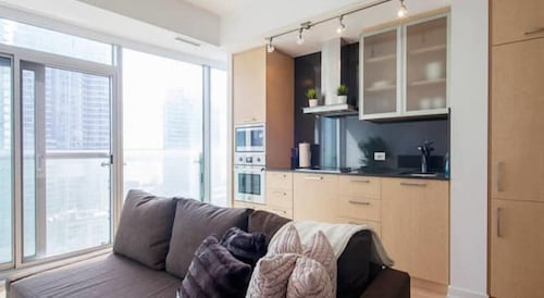 JP Stays - Cozy Lakeview Condo Downtown Core offered by Short Term Stays
