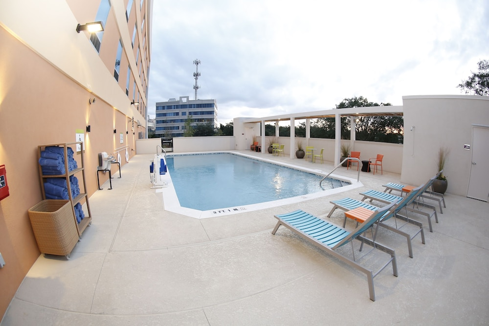 Outdoor Pool, Home2 Suites by Hilton Tallahassee State Capitol
