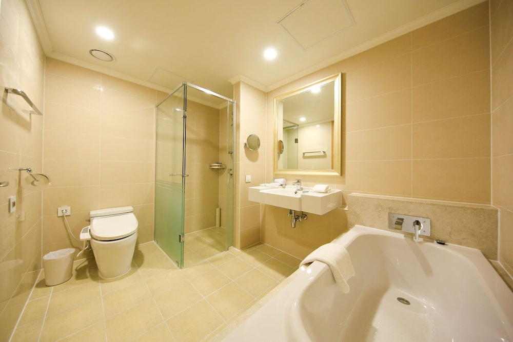 Bathroom, Jeju Booyoung Hotel & Resort