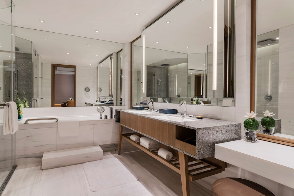 Bathroom, Hyatt Regency Shanghai, Wujiaochang