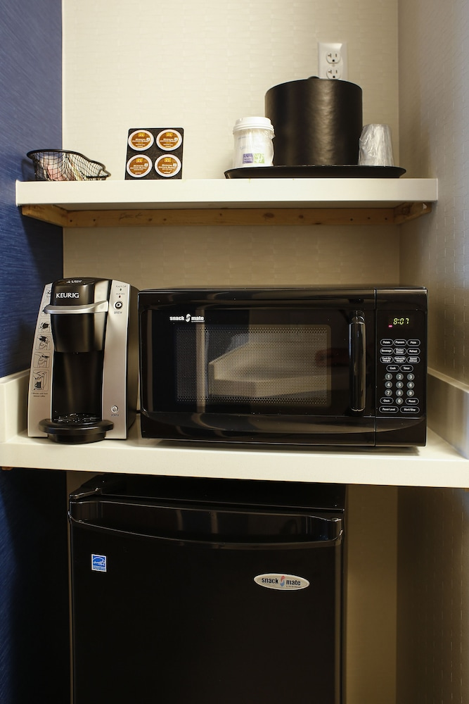 Private Kitchenette, Holiday Inn Express & Suites Louisville Downtown