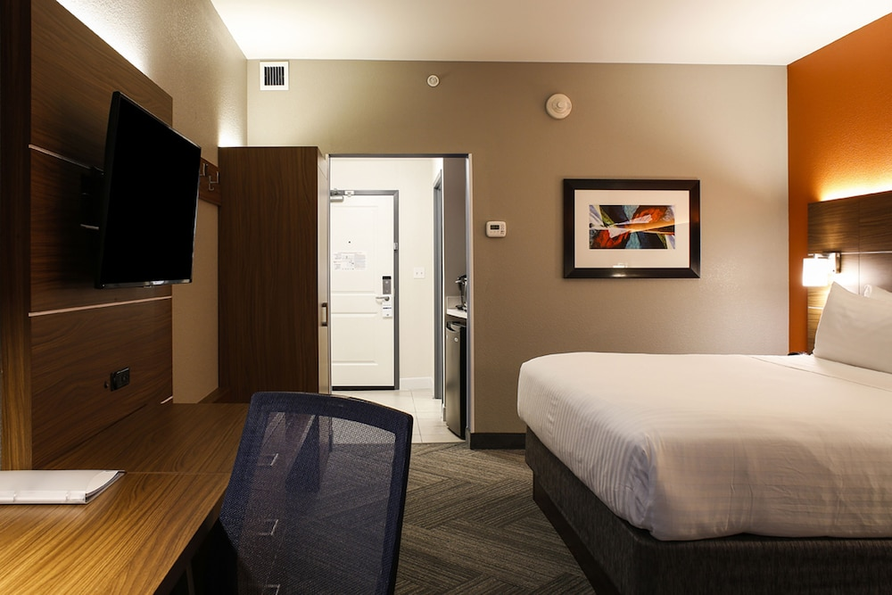 Room, Holiday Inn Express & Suites Louisville Downtown