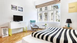 Tallelokero huoneessa, pimennysverhot, silitysrauta/-lauta