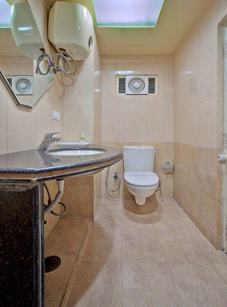Bathroom, Capital O 1585 Hotel Palash Residency