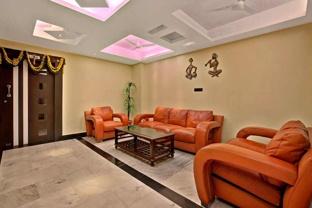 Lobby Sitting Area, Capital O 1585 Hotel Palash Residency