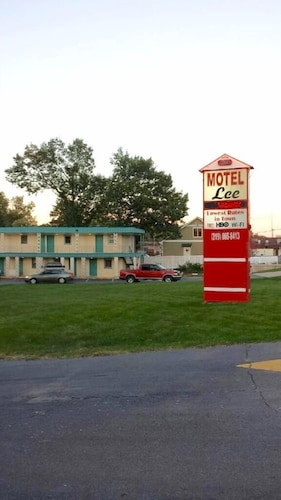 Great Place to stay Lee Motel near Schererville