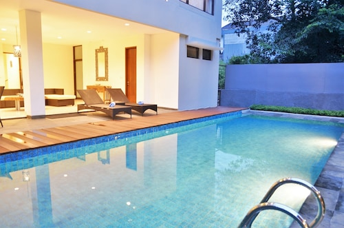 Pinus Villa 5 Bedrooms with a Private Pool