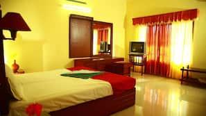 Premium bedding, in-room safe, rollaway beds, free WiFi