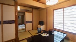 房內夾萬、隔音、嬰兒床 (收費)、免費 Wi-Fi