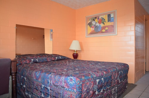 Great Place to stay Admiral Motel near Indianapolis
