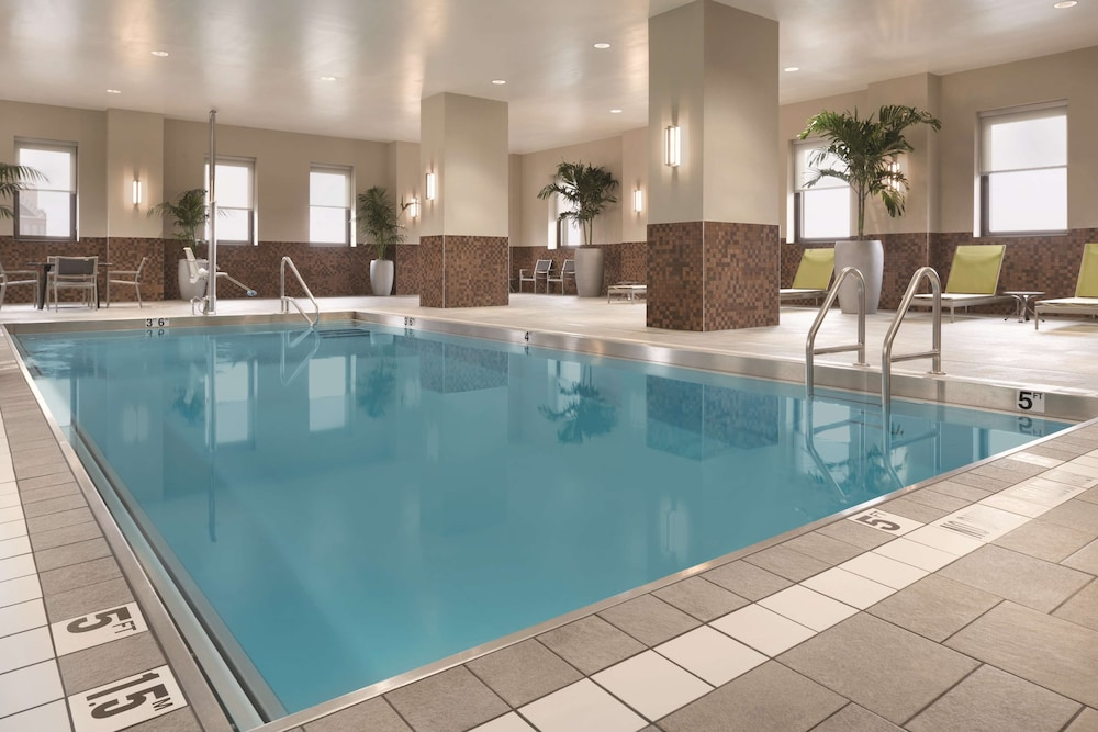 Pool, Embassy Suites By Hilton Pittsburgh Downtown