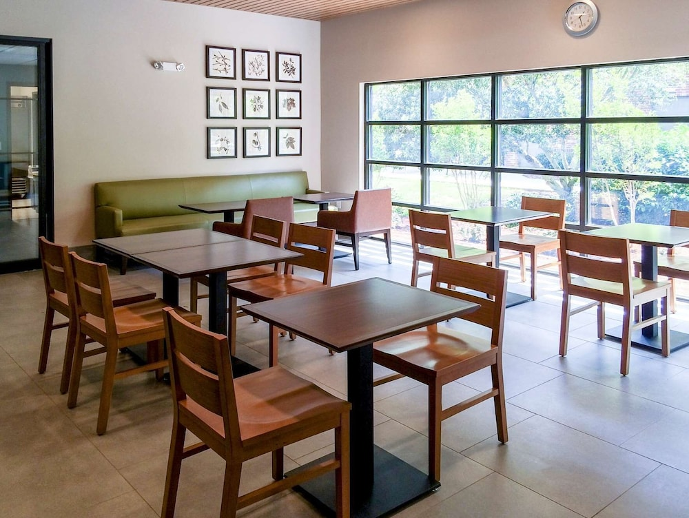 Breakfast Area, Country Inn & Suites by Radisson, Smithfield-Selma, NC