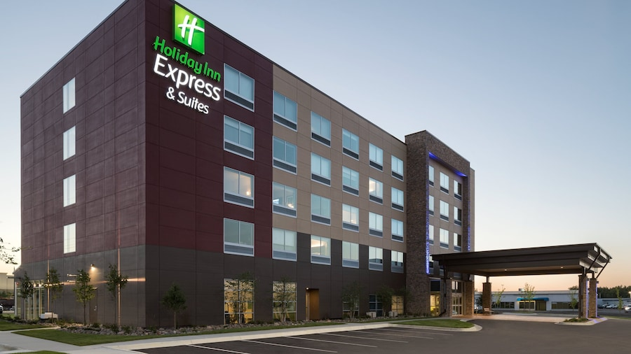 Holiday Inn Express & Suites Duluth North - Miller Hill, an IHG Hotel