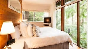 1 bedroom, Egyptian cotton sheets, premium bedding, iron/ironing board
