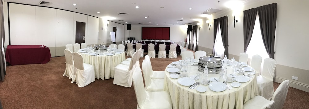 Grand kampar hotel reviews photos rates ebookers currently selected item junglespirit Image collections