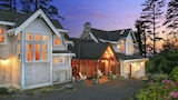 Black Rock Beach House - Ucluelet Hotels