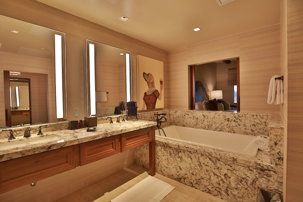 Deep Soaking Bathtub, Vintners Resort