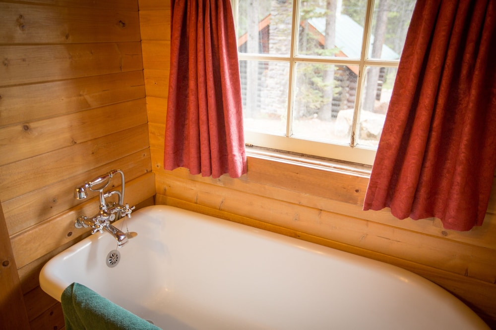 Deep Soaking Bathtub, Storm Mountain Lodge Cabins & Dining