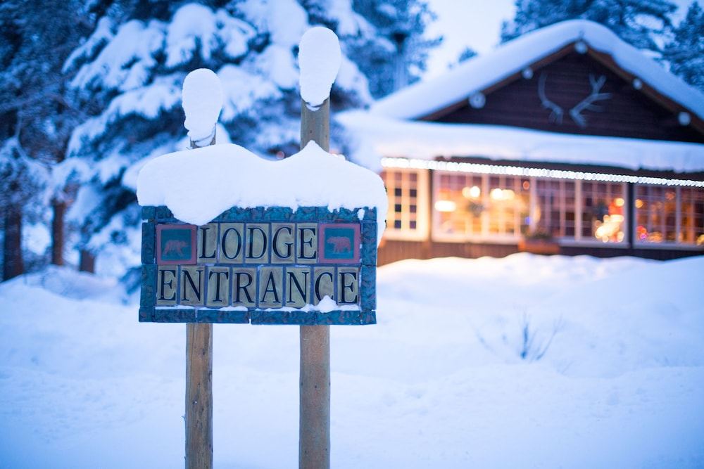 Property Grounds, Storm Mountain Lodge Cabins & Dining