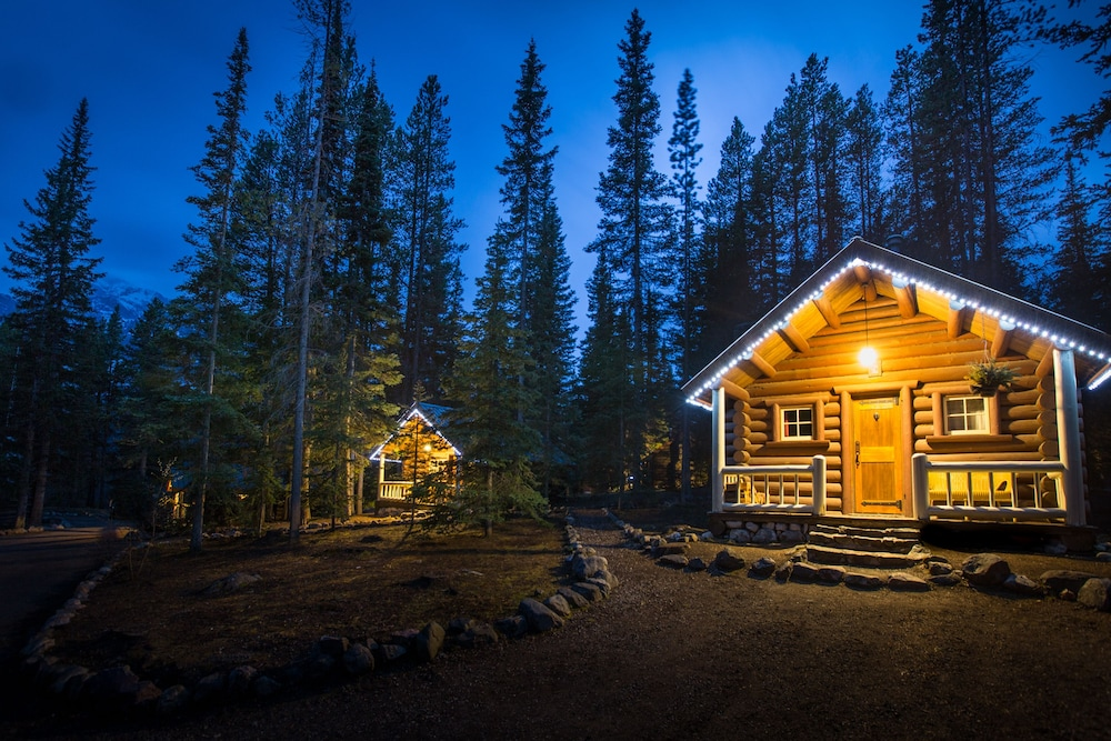 Exterior, Storm Mountain Lodge Cabins & Dining