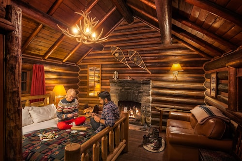 Storm Mountain Lodge Cabins & Dining