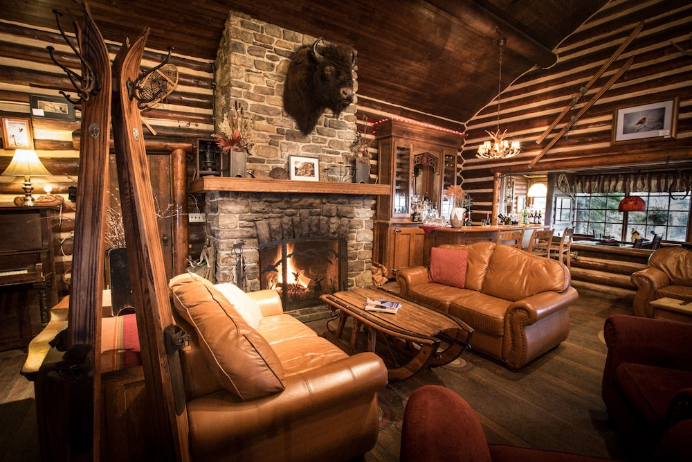 Lobby Lounge, Storm Mountain Lodge Cabins & Dining