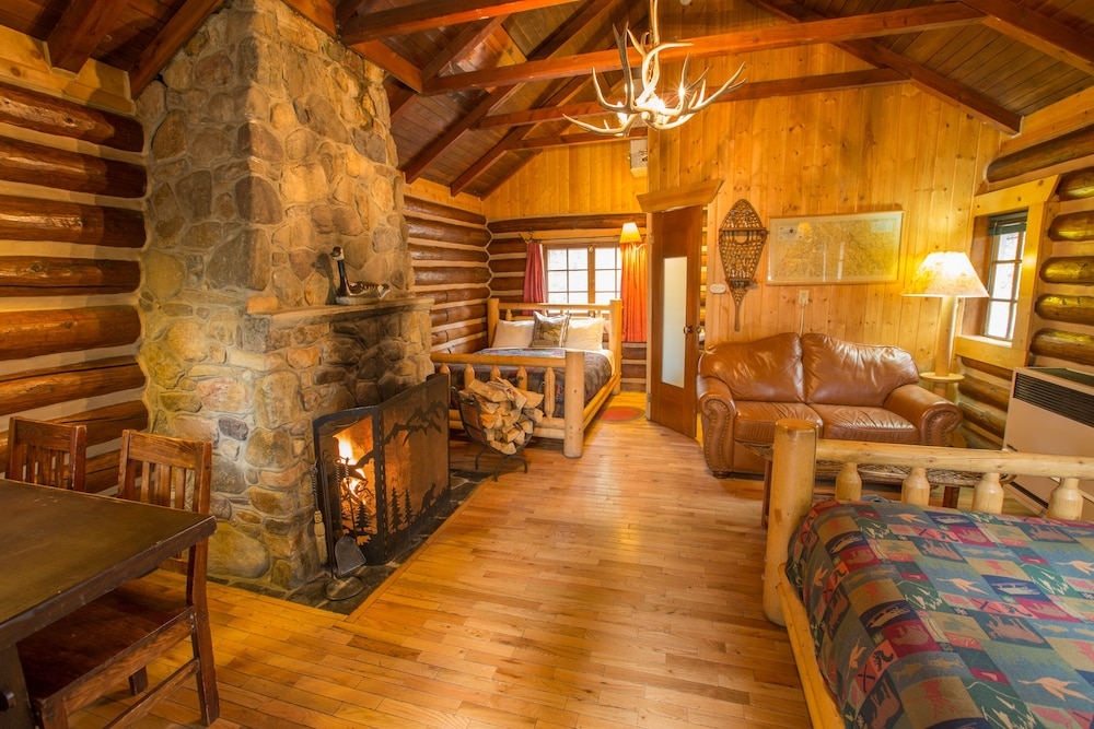 Room, Storm Mountain Lodge Cabins & Dining