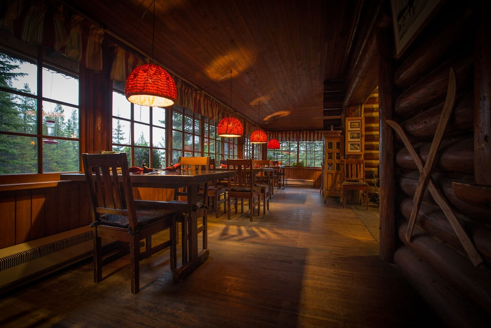 Dining, Storm Mountain Lodge Cabins & Dining