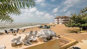 在海滩、白沙、摩托艇